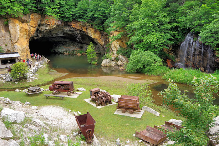 Emerald Village NC Mining Museum