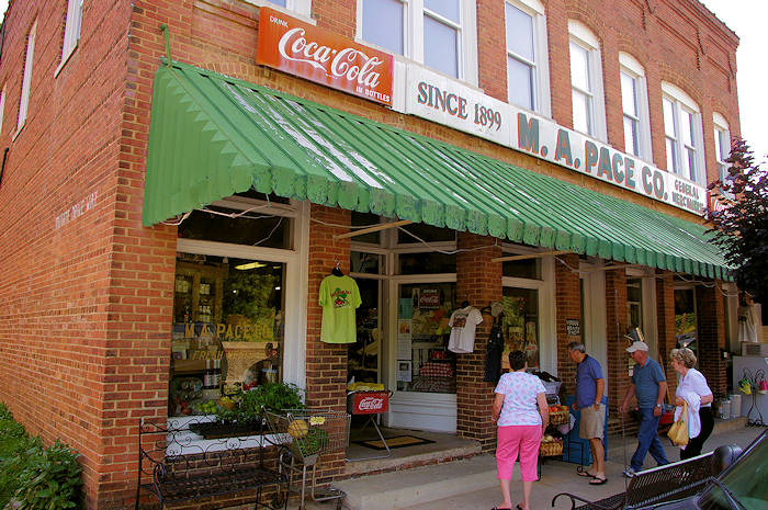 Top 30 coolest nc mountain towns for Best small towns in north carolina