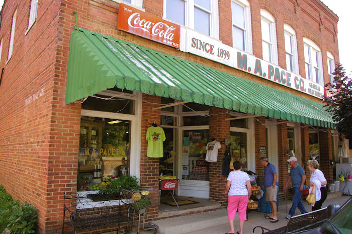 Saluda nc cool mountain small town for Best small towns in north carolina