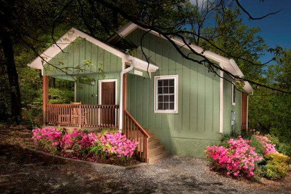 Asheville cottages asheville for Asheville cabin rentals pet friendly