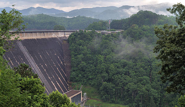 fontana dam The highest dam east of the rockies surrounded by extraordinary views of the smoky mountains, national forests, and deep river gorges, fontana is one of the most.