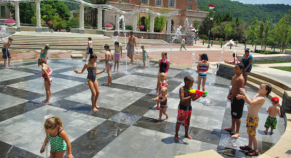 Pack Square Splash Fountain